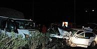 Otomobil İle Kamyonet Çarpişti: 2 Yaralı