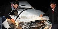 Otomobil Köprü Üzerindeki Bariyere Çarpti: 3 Yaralı