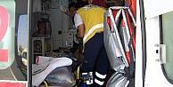 Otomobilin Çarptiği Karayolları Çalişani Yaralandı