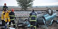 Otomobilleriyle Trenin Altında Kalan Çift Hayatını Kaybetti