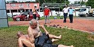 (Özel Haber) 67 Yaşındaki Eski Güreşçi Gençlere Yağlı Güreşi Öğretiyor