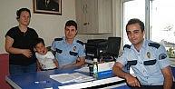 Polis Kaybolan Çocuğu Ailesine Teslim Etti