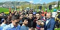 Sami Yusuf, Selfi Yapmak İsteyen Öğrencilerin Arasında Kaldı