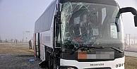 Sandıklı'da Otobüs İle Kamyon Çarpişti: 3 Yaralı