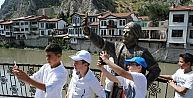 Selfieci Şehzadeye Yeni Telefon İle Kılıç