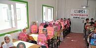 Sınır Ötesindeki Çocuklara Okul Çantasi Dağıtıldı