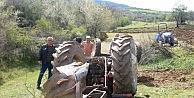 Tarla Sürmeye Giderken Devrilen Traktörünün Altında Kaldı