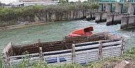Tır Kanala Uçtu: 1 Yaralı
