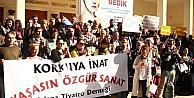 Tiyatrocular Tüsak'ı Protesto Etti