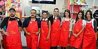 Ünlüler Down Sendromlular İçin  Mutfağa Girip, Aşçılık, Sonra Da Garsonluk Yaptı