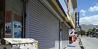Varto'da Esnaf Kepenk Kapattı