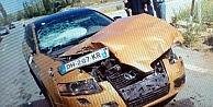 Yabancı Plakalı Otomobil Traktöre Çarptı: 2 Yaralı