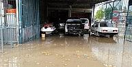 Yaz Yağmurunda İş Yerlerini Su Bastı